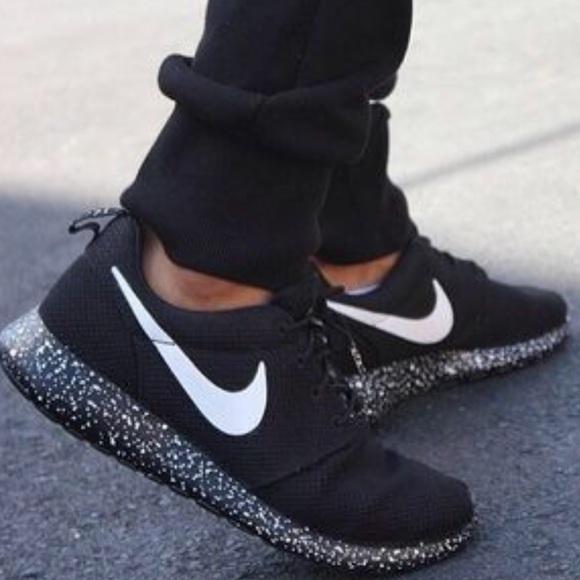 Nike Roshe Run Oreo All Black Shoes